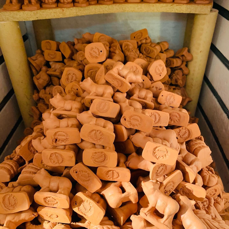 Santon en argile - Figurine en terre cuite - Fabrication des santons de Provence